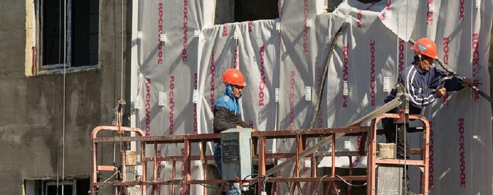 Сколько иностранцев работает в Казахстане
