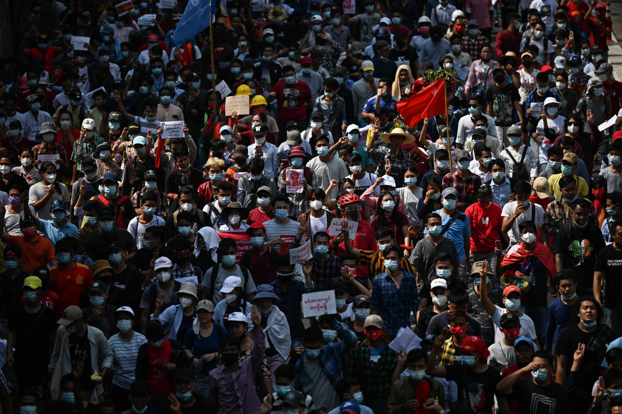 В крупных городах Мьянмы вновь прошли многотысячные акции протеста