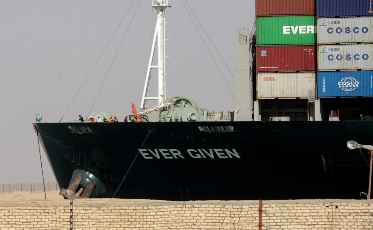 Египет ждет компенсацию за блокировку Суэцкого канала