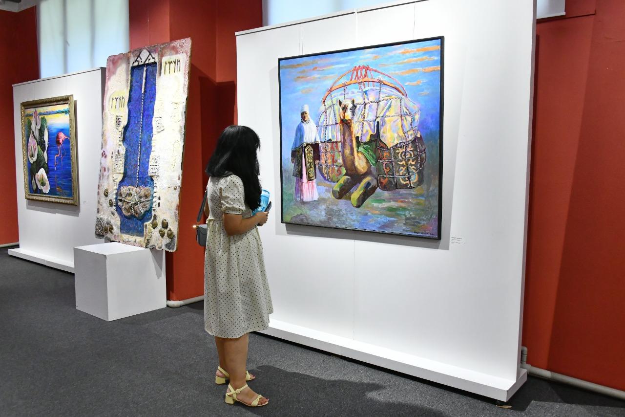 Сагинтаев поздравил династию художников Аканаевых с открытием выставки
