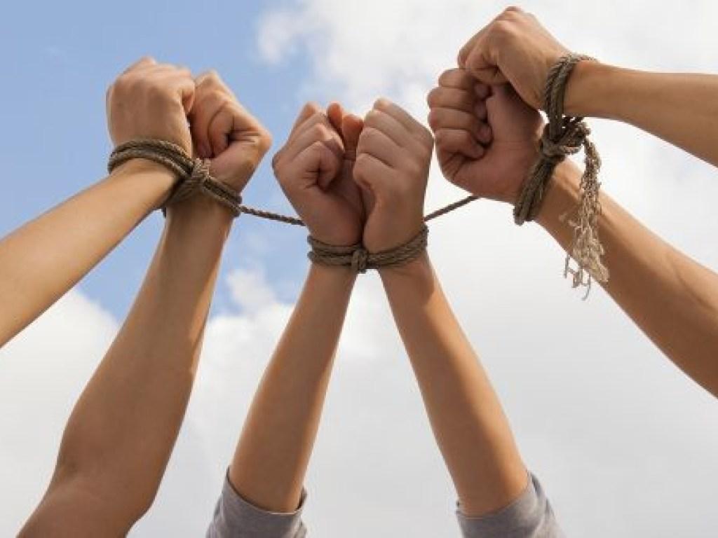 Более 50 фактов торговли людьми выявлено в Казахстане за три дня