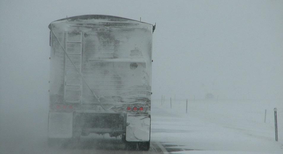 Казахстанские дороги, даже платные, становятся опасными для дальнобойщиков
