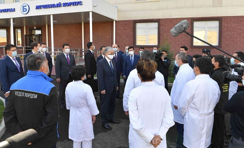 Токаев призвал медсообщество сохранять бдительность в условиях возможной второй волны COVID-19