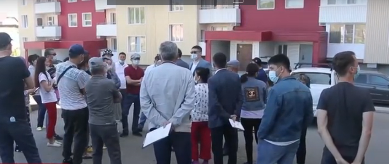 В Усть-Каменогорске жители разваливающейся новостройки ждут ремонта
