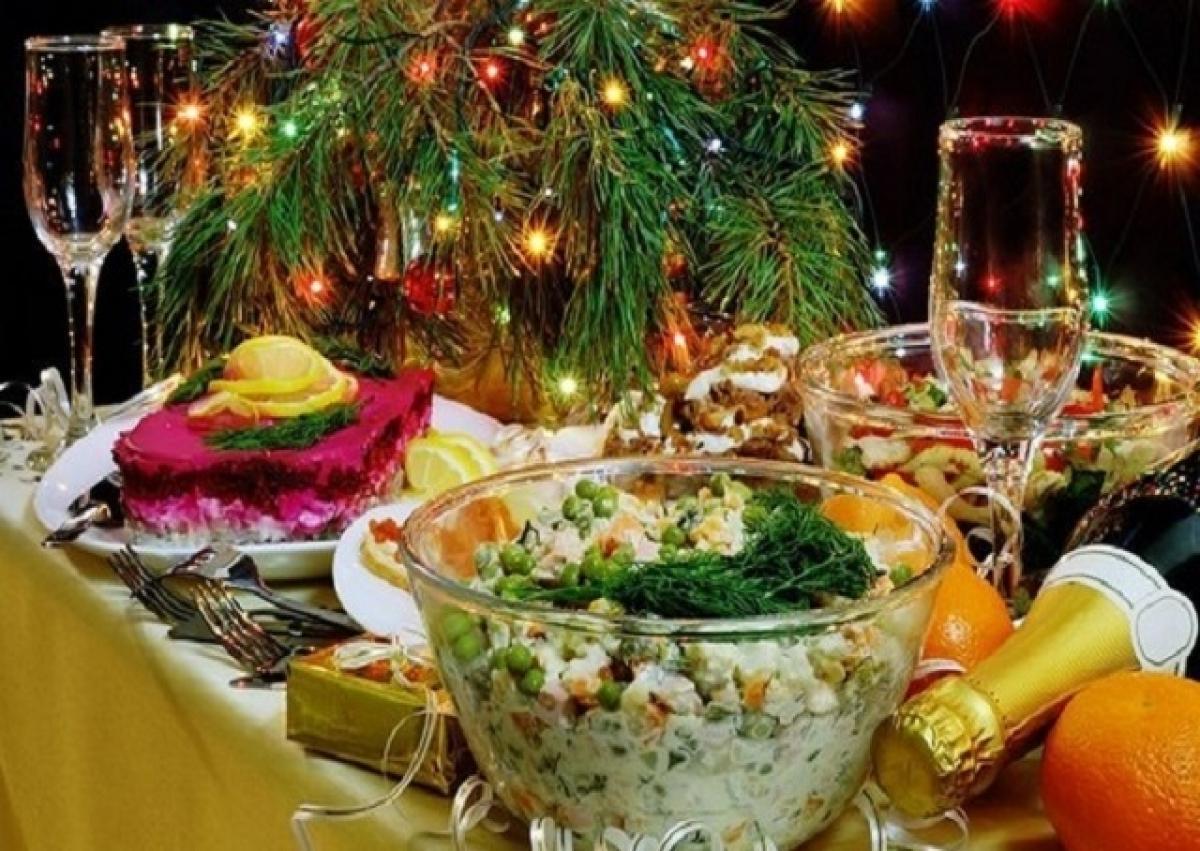 Сколько стоит Новогодний стол в России