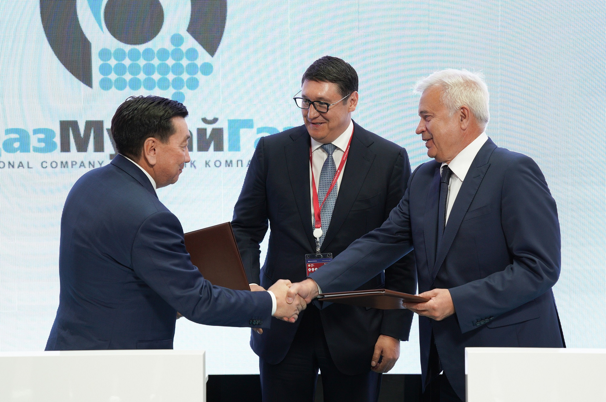"""""""Лукойл"""" подписал контракт на приобретение 49,99% в шельфовом проекте Аль-Фараби"""