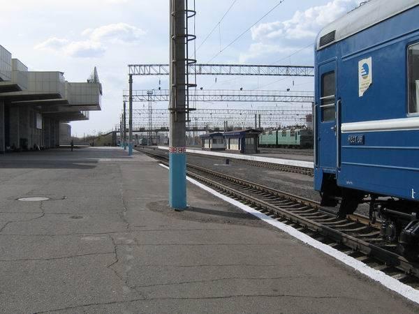 Три пассажирских поезда задержаны на юге Казахстана