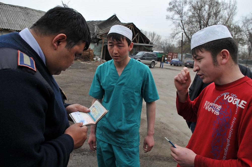 В Казахстане находятся около 2 млн незаконных мигрантов