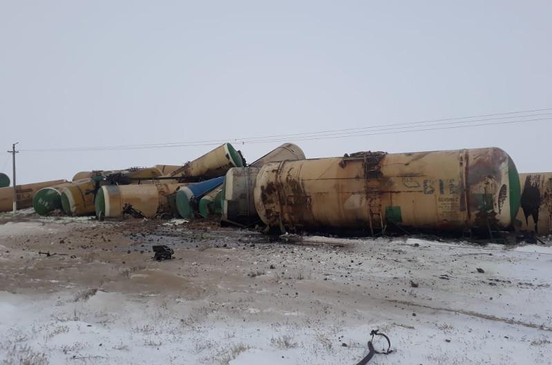 В Актюбинской области сошли с рельсов 22 цистерны