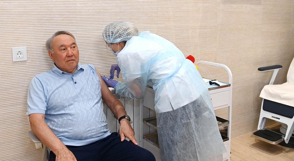 Нурсултан Назарбаев привился от коронавируса вакциной «Спутник V»