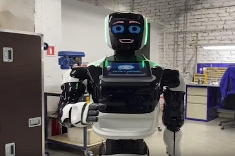 В одном из китайских колледжей появился тренер-робот