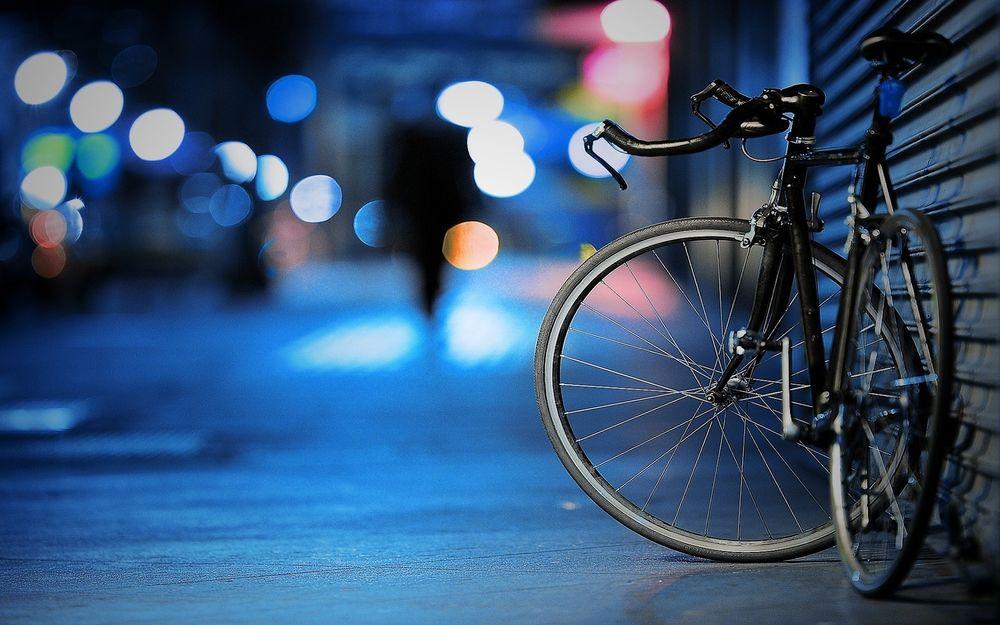 В Нур-Султане задержали голого мужчину на велосипеде