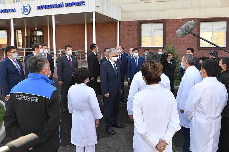 ҚР Президенті Алматыда И.Жекенова атындағы жұқпалы аурулар ауруханасына барды