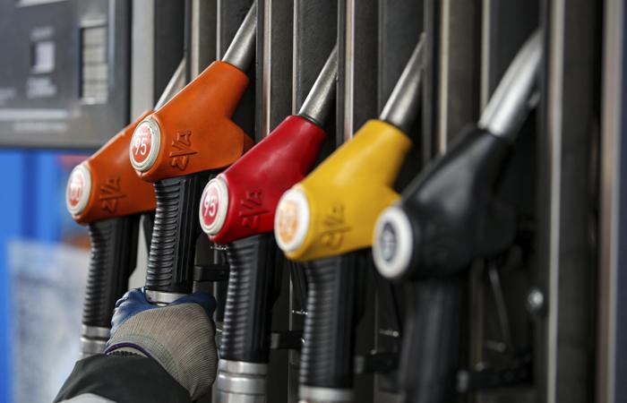 Цены на бензин в России за неделю выросли на 10 копеек