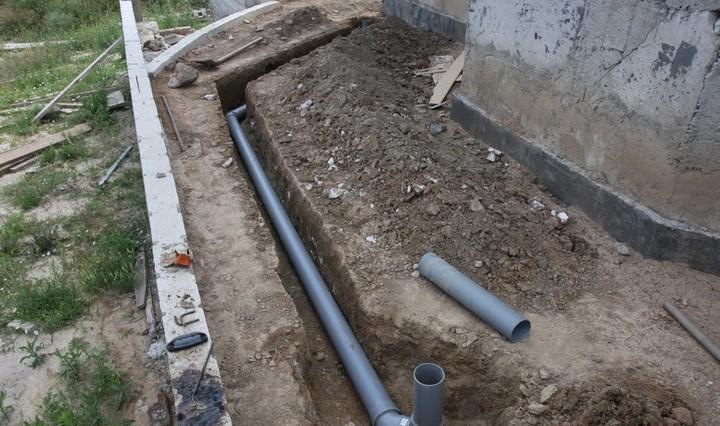 Коммунальное предприятие отказывается ремонтировать прорвавший костанайский водопровод