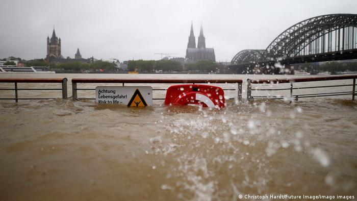 Число жертв наводнения в Германии возросло до 42