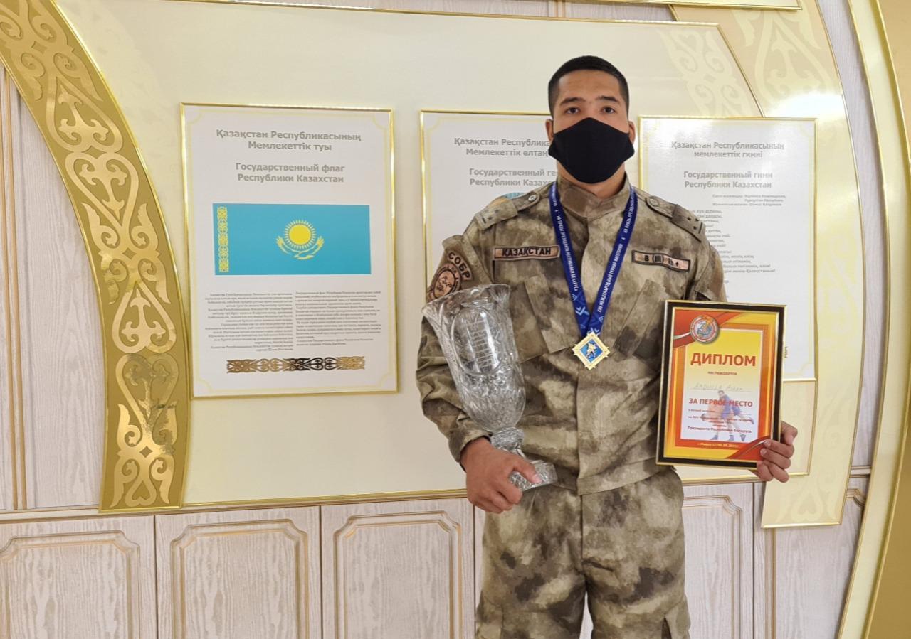 Полицейский-самбист из Костанайской области  стал первым в  Международном конкурс