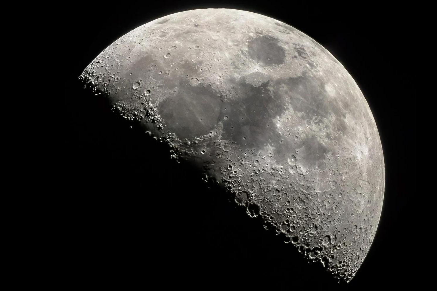 Сколько человек планирует пригласить японский бизнесмен в полет вокруг Луны