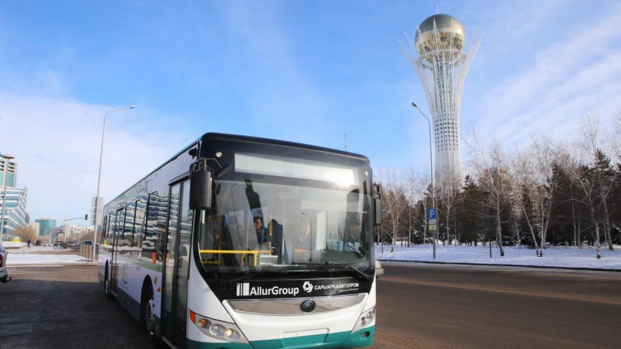 Общественный транспорт Нур-Султана в новогодние праздники будет курсировать до 23 часов