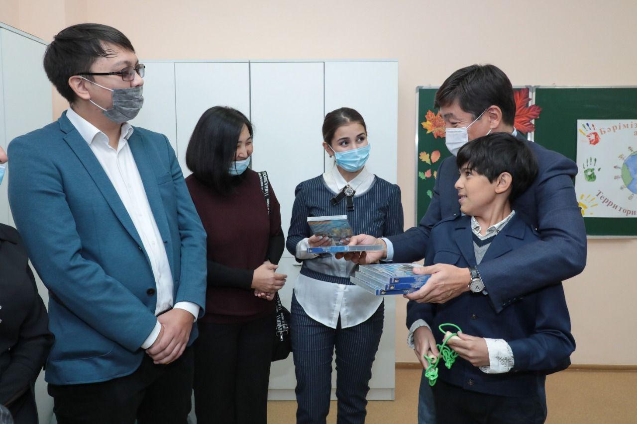 Байбек обсудил вопросы внедрения инклюзии с родителями детей с аутизмом в Караганде