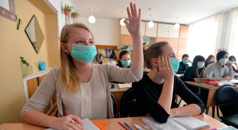 Коронавирус в Казахстане: старшеклассники пойдут в школу