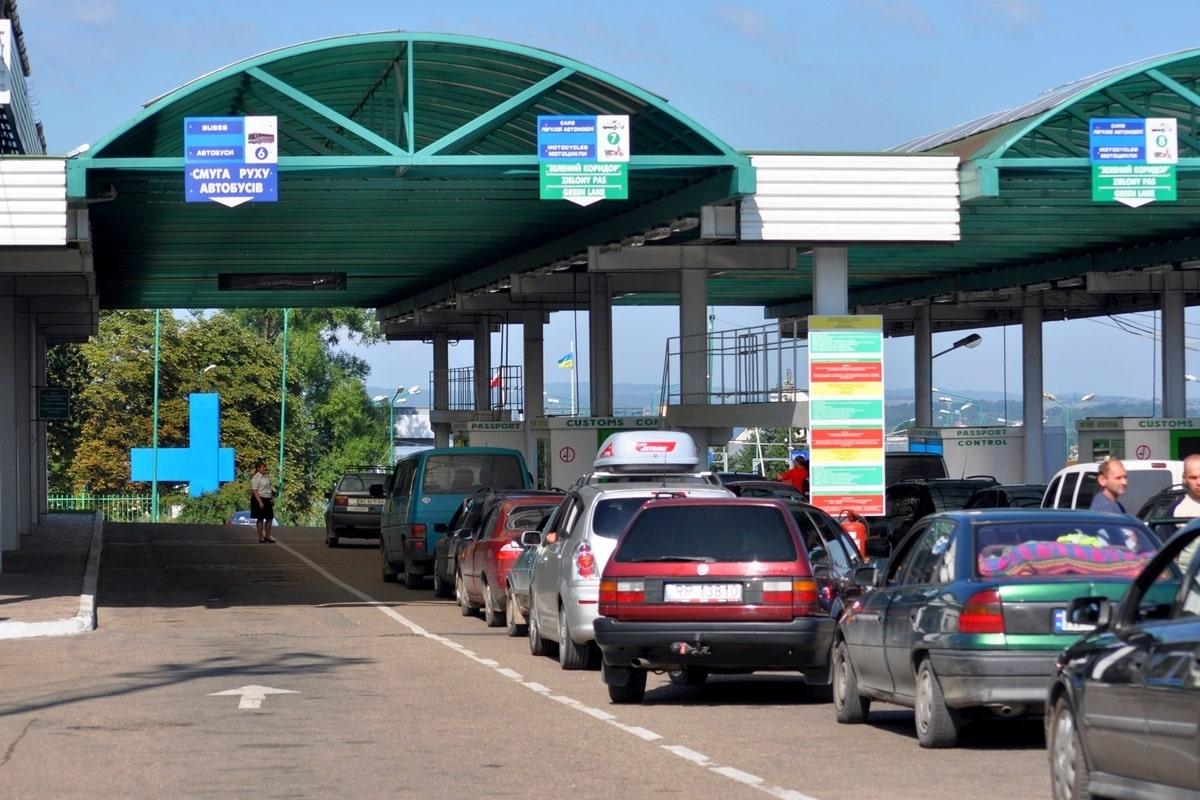 Казахстан открывает три автомобильных пункта пропуска на границе с КНР