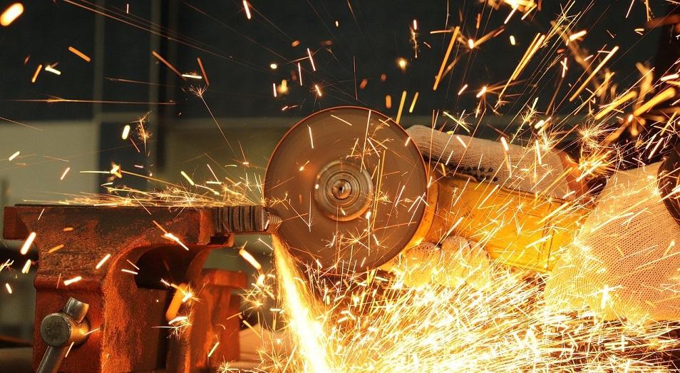 В Кентау рабочие трансформаторного завода отказались работать