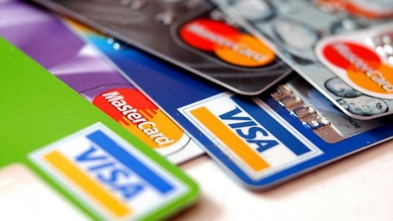 На каждого казахстанца в среднем приходится по две платежные карточки