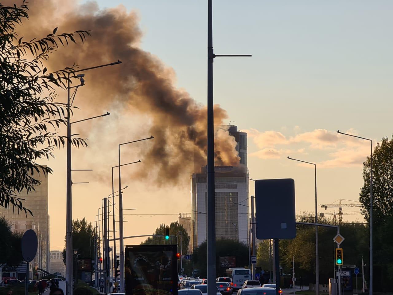 В Нур-Султане горит здание «Казахмыса». Видео