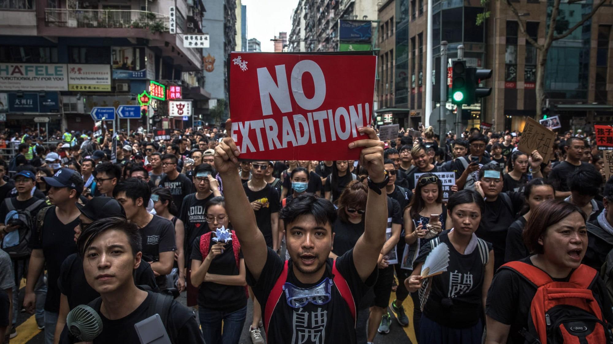 Протестующие в Гонконге разблокировали улицы, ведущие к правительственным учреждениям