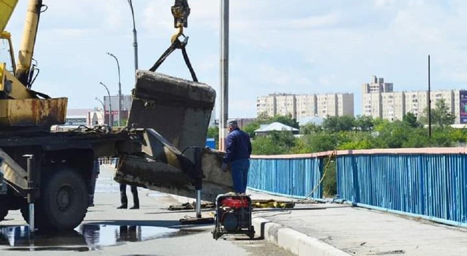 Разрушающийся мост в Семее «залатали»