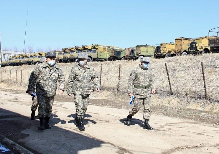 Глава Минобороны проверил базы хранения вооружения и техники
