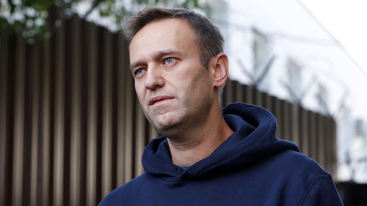 Навального переводят из колонии в стационар
