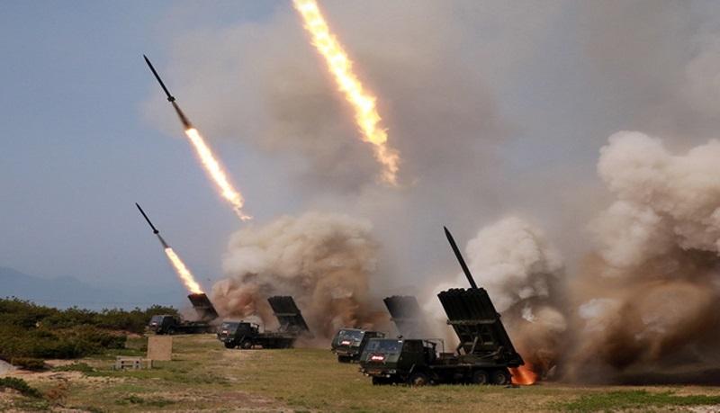 КНДР провела пуск трех ракет в сторону Японского моря