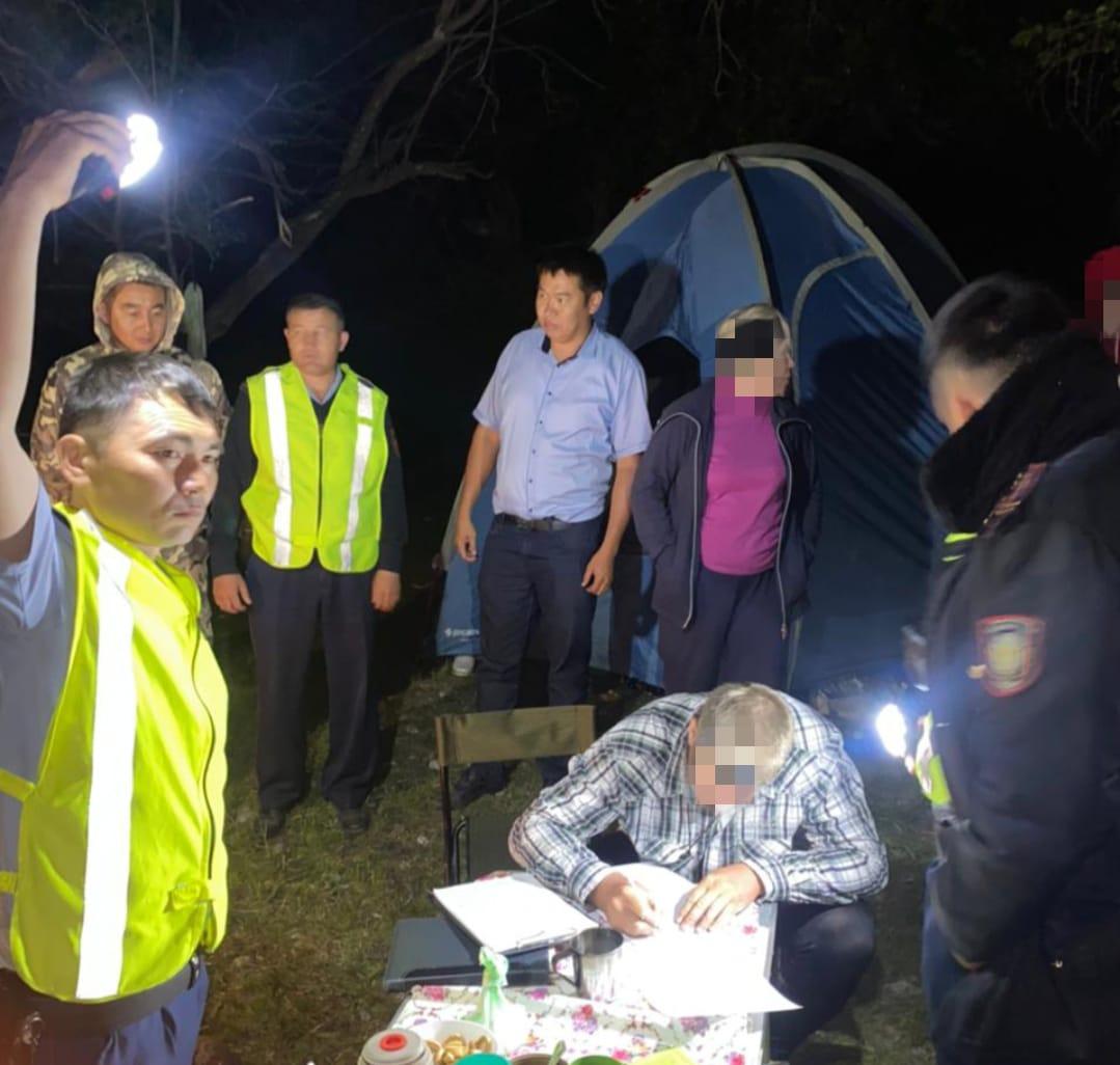 Полицейские и спасатели нашли четверых туристов, пропавших в горах Туркестанской области