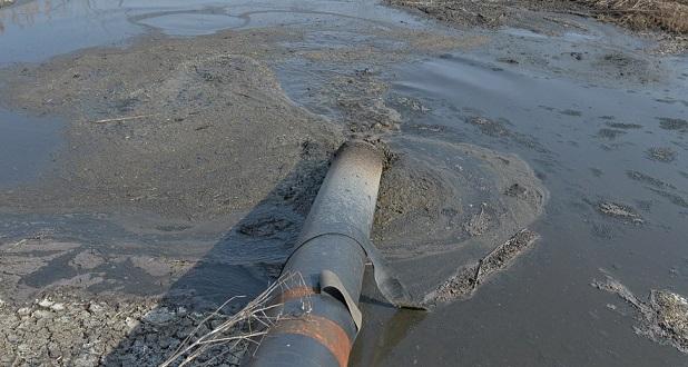Экологи: В костанайской канализации обнаружена высокая концентрация нефтепродуктов