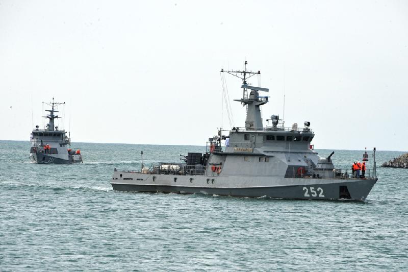 Военные корабли Казахстана и России выполнили стрельбы на учениях в Каспийском море