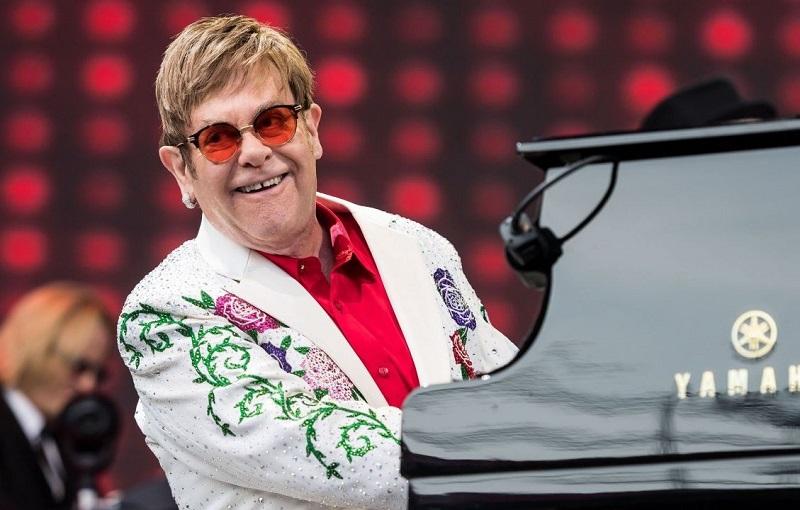 Элтон Джон устроит благотворительный телевизионный концерт вместе с Билли Айлиш и Мэрайей Кэри