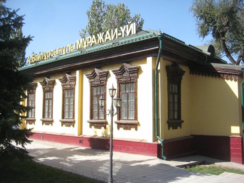 Сенаторы попросили отметить 150-летие Ахмета Байтурсынова ремонтом дорог и дома-музея