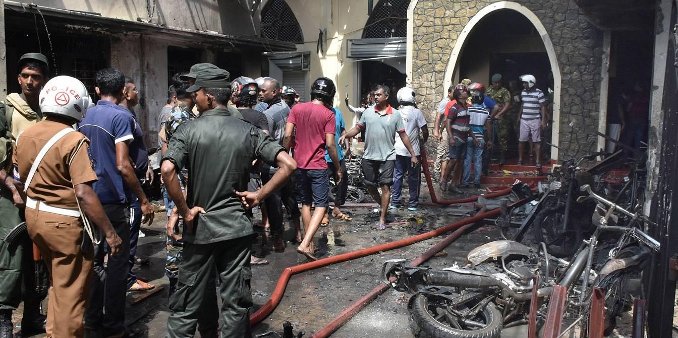 Взрывы на Шри-Ланке уcтроили семь террористов-смертников – СМИ