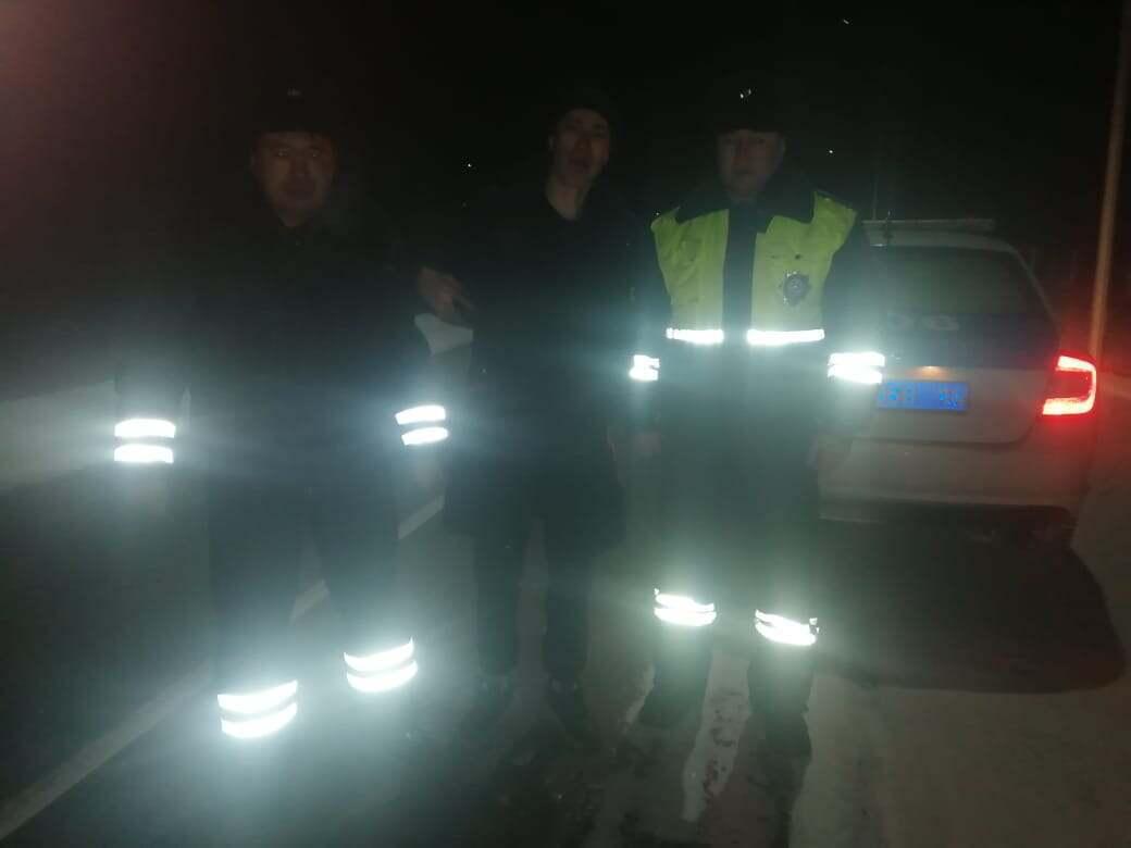 Замерзающего на трассе водителя спасли павлодарские полицейские
