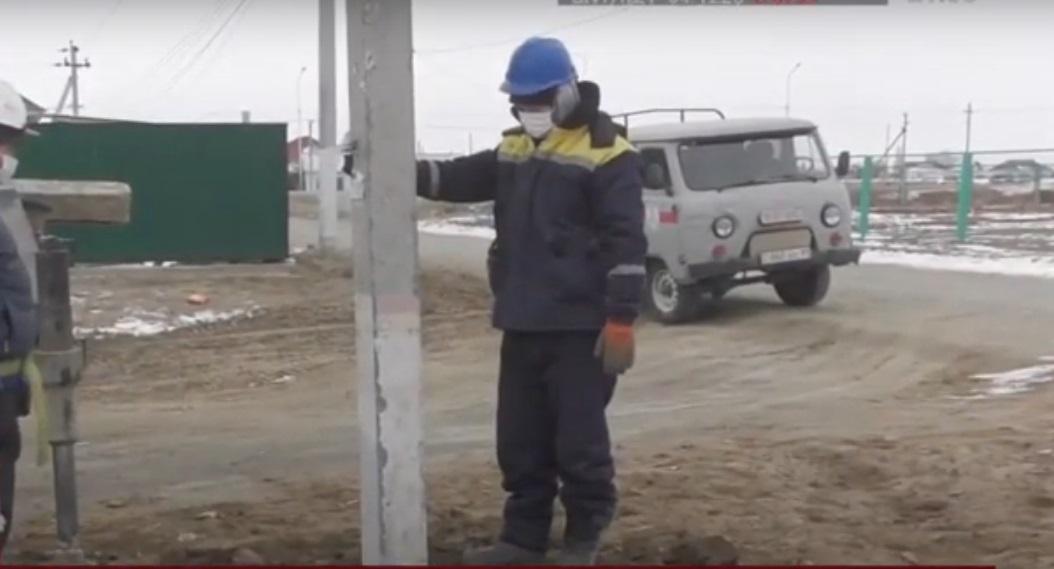 В ауле Досан опасные для жизни «рогатины» заменят на стандартные электрические опоры