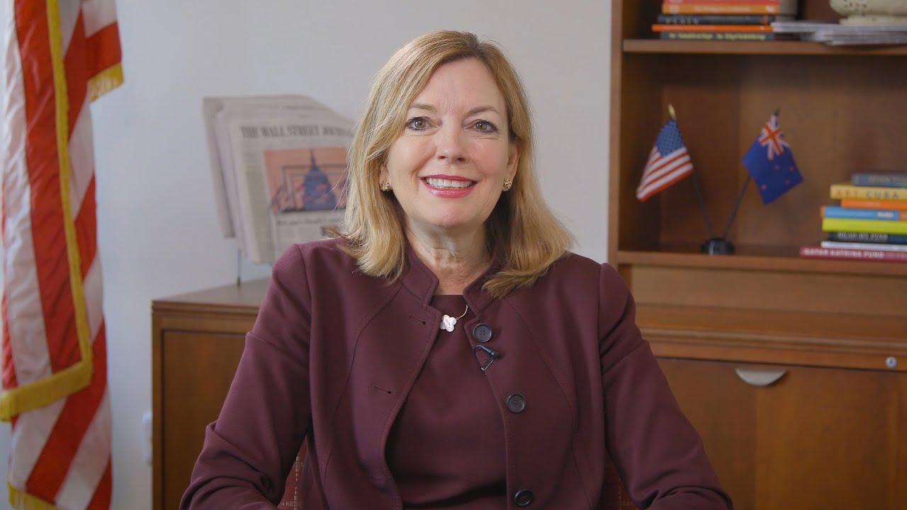 Помощник госсекретаря США поучаствовала в запуске образовательного проекта в Алматы