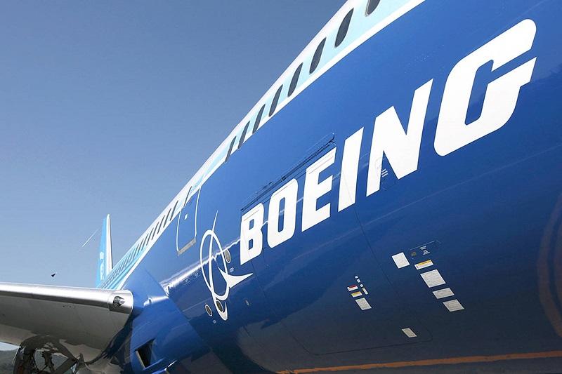 Почему Boeing предлагает своим сотрудникам уволиться