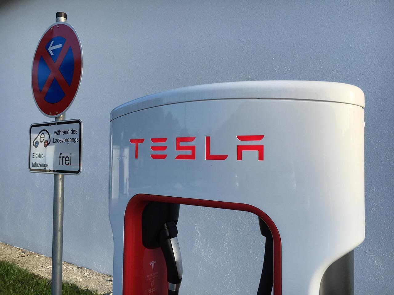 Американские регуляторы проверяют 30 ДТП с участием автомобилей Tesla