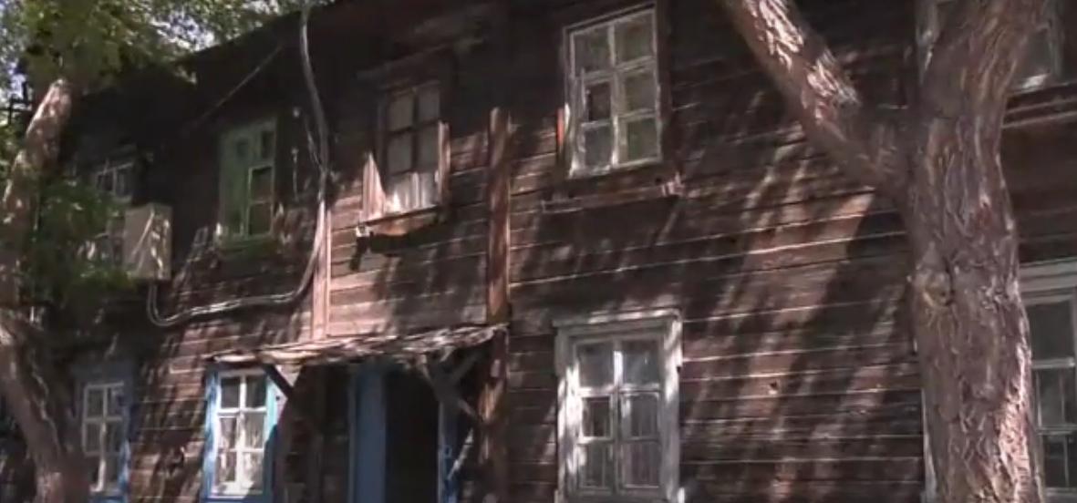 Больше 20 лет ждут сноса жители ветхих домов в Павлодаре