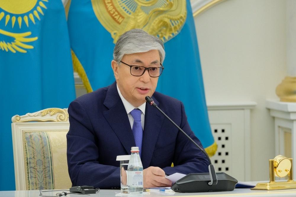 Президент РК поблагодарил медиков за их труд