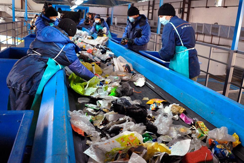 В Усть-Каменогорске и Семее установят линии по сортировке мусора