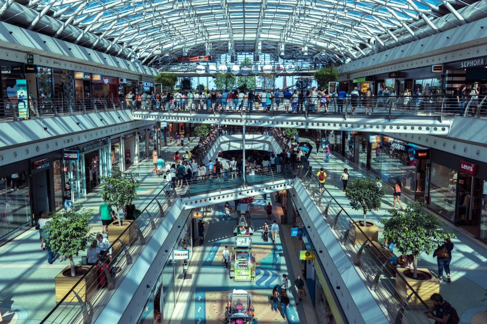 Британцы вернулись в магазины и торговые центры