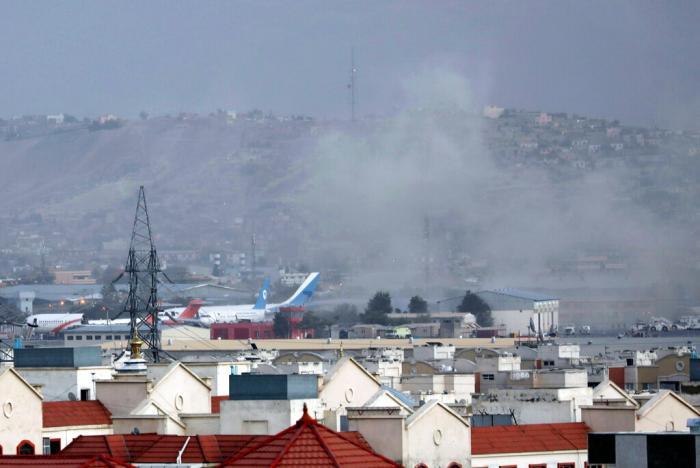 Число погибших в теракте у аэропорта Кабула возросло почти до 200
